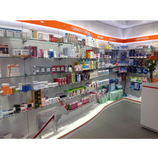 Levante Decoración. Mobiliario y reformas de farmacias en Murcia.